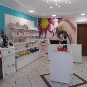Arredamento negozio di cosmetica